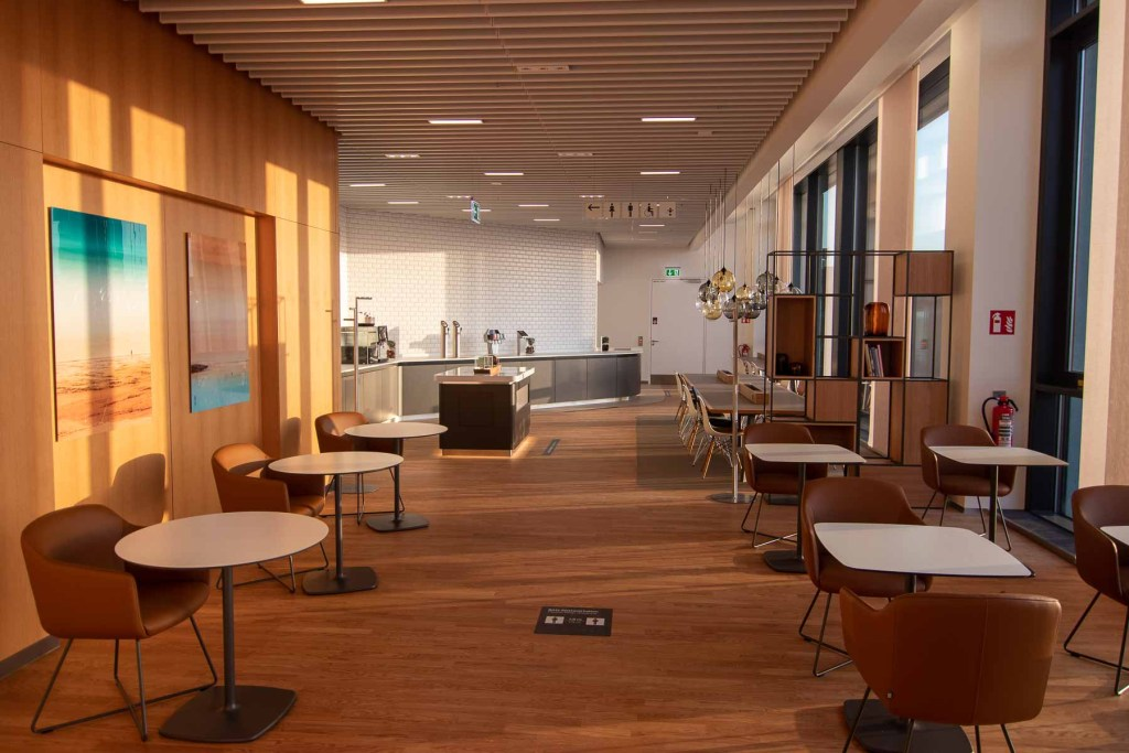 Lufthansa Lounge BER Business Senator Lounge Flughafen Berlin The Travel Happiness Buffet