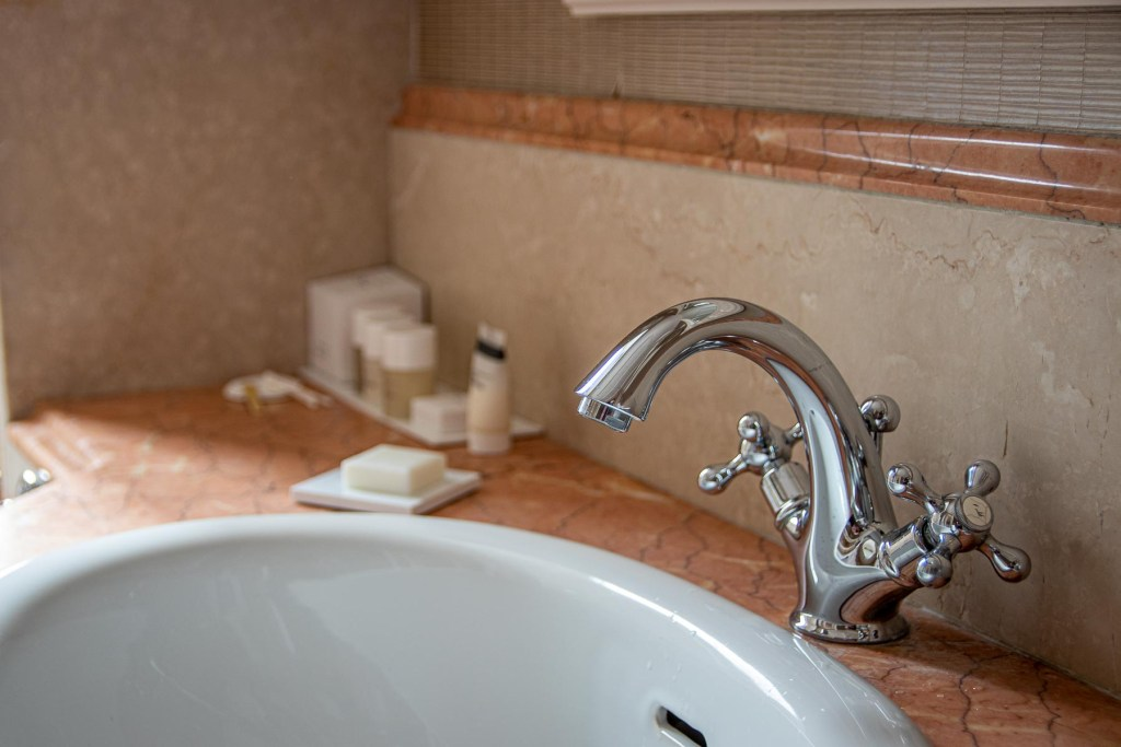 Marriott-Grand-Flora-Hotel-Rom-Deluxe-Zimmer-Badezimmer