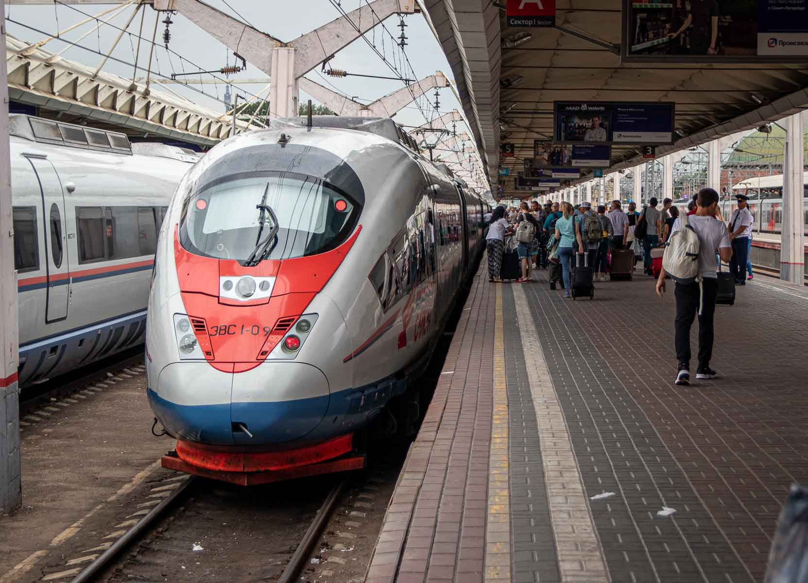 Schnellzug nach Sankt Petersburg Moskau Sapsan The Travell Happiness