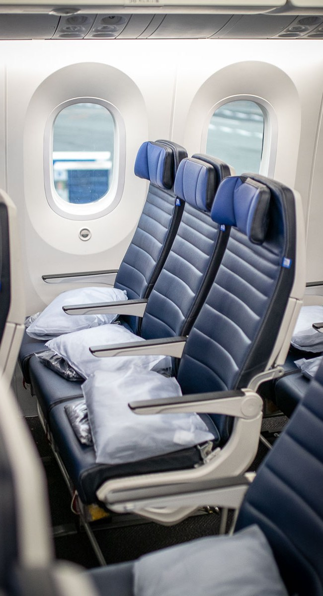 United Airlines Basic Economy Class Boeing 787-10-2