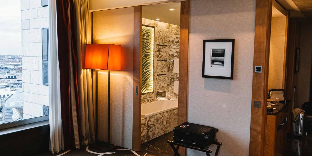 Waldorf Astoria Berlin Impresario Deluxe Zimmer_-3