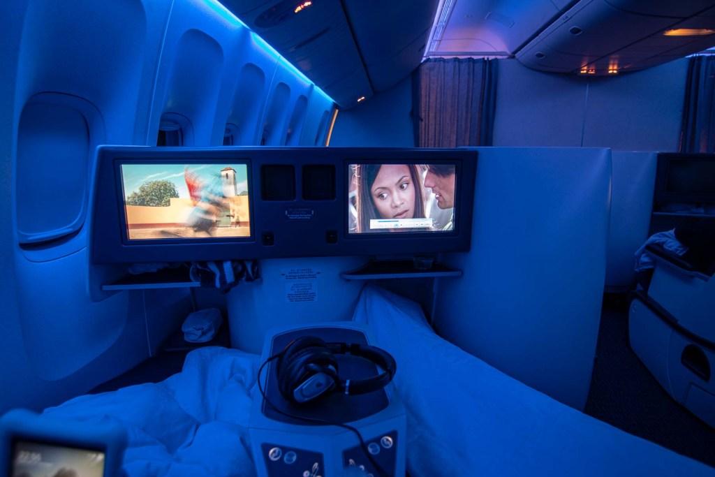 Air China Boeing 777 Business Class Entertainment TV Deutsch-2
