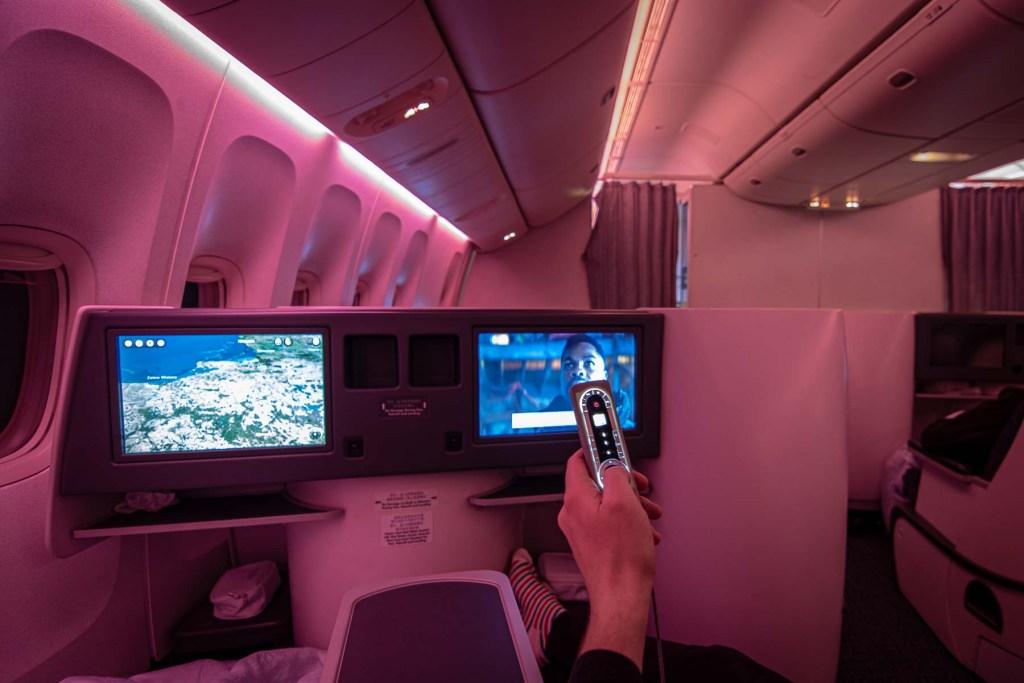 Air China Boeing 777 Business Class Entertainment TV Deutsch