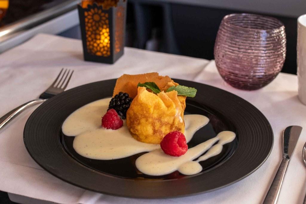 Qatar Airways Business Class Service Annehmlichkeiten Drinks Diner The Travel Happiness-5