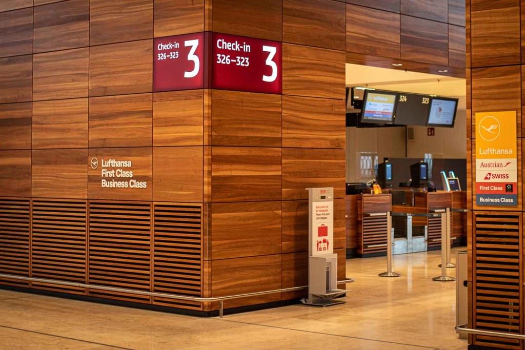 Lufthansa Business Class Check-in Flughafen BER