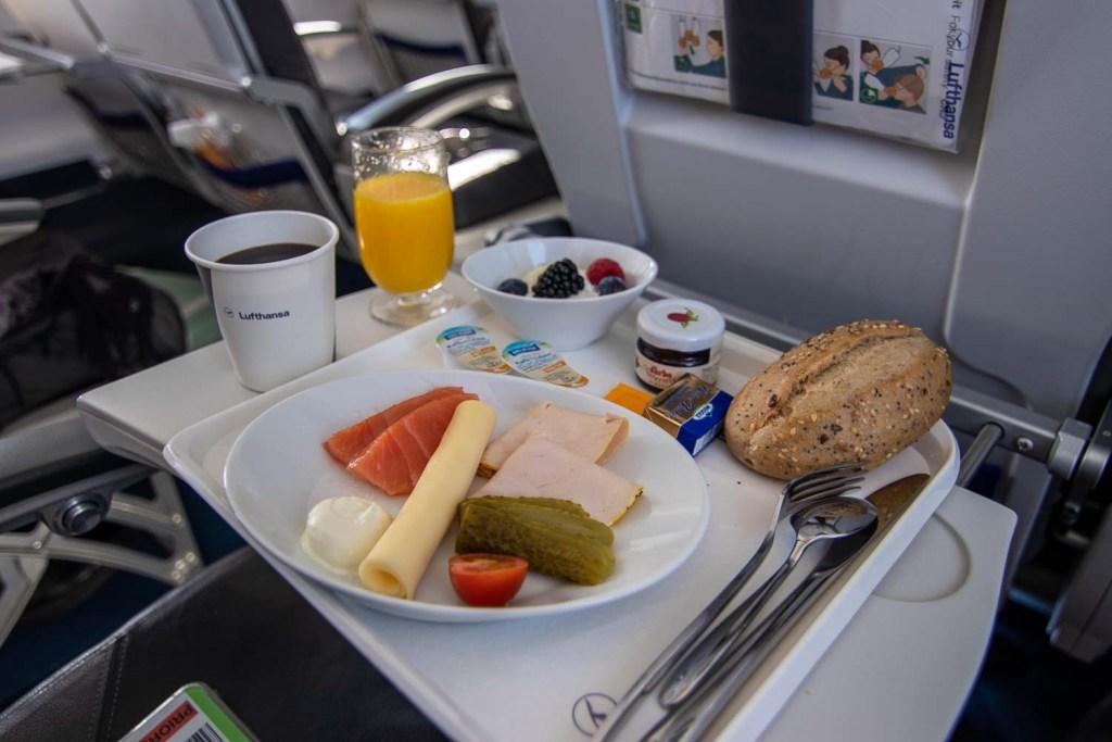 Lufthansa CRJ Business Class Service Kurzstrecke-2
