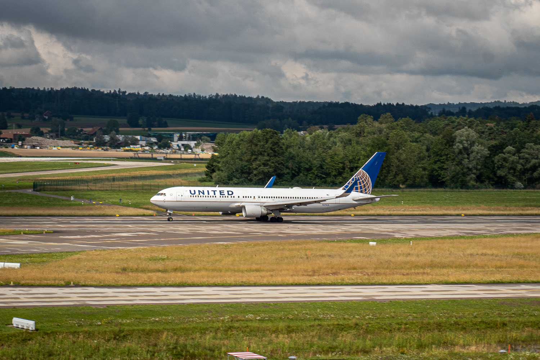 United Boeing 767-300ER N675UA Zürich