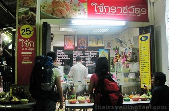 thai food in hua lamphong train station