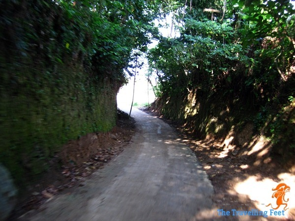 road going to the rock formations in Biri