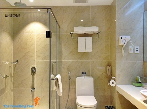 bathroom at brentwood suites