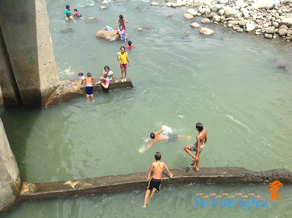 kids playing at the dam in magdalena