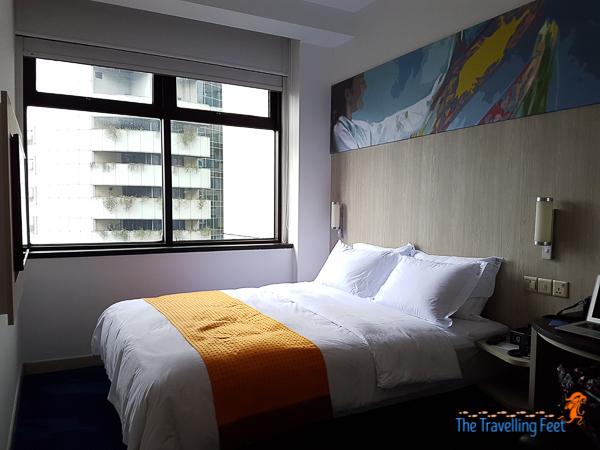 queen bedroom at holiday inn express kl