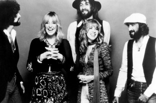 CIRCA 1977: (L-R) Lindsey Buckingham, Christine McVie, Mick Fleetwood, Stevie Nicks and John McVie of the rock group 'Fleetwood Mac' pose for a portrait in circa 1977. (Photo by Michael Ochs Archives/Getty Images)