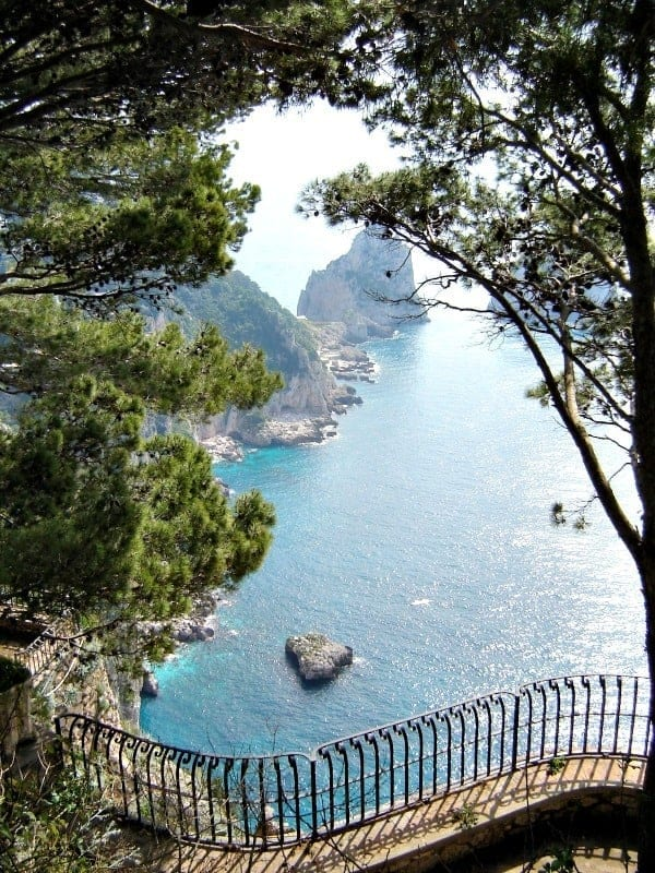 Dreaming of a long weekend in Capri and the Amalfi Coast conjures up images of a warm Italian sun, steep cliffs, and the blue waters of the Mediterranean. Travel tips for Sorrento, Capri, and the Amalfi Coast, Italy.