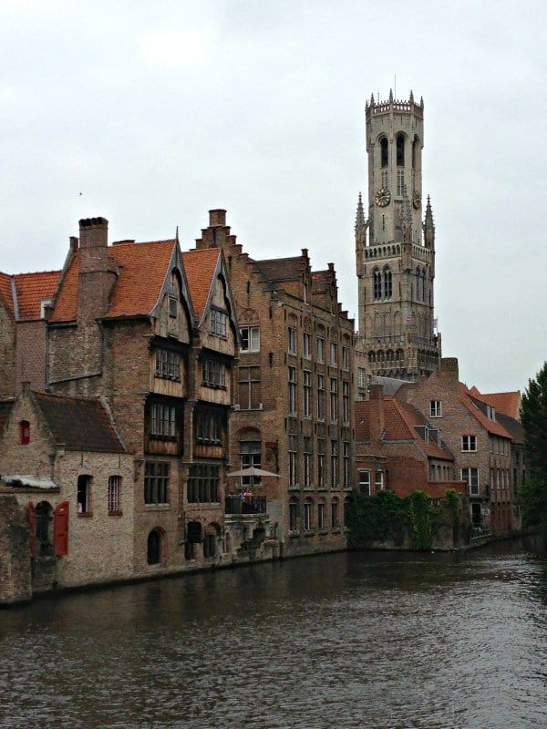Bruges may seem like a disney-esque medieval theme park due to its popularity with tourists, but it's one of our family's favorite European destinations. (via thetravellingmom.ca)