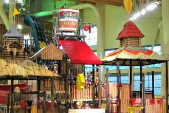 Awesome water slides, kiddie pools, and hot tubs pretty much guarantee a howling good time and family fun at Great Wolf Lodge in Grand Mound, WA. (via thetravellingmom.ca)