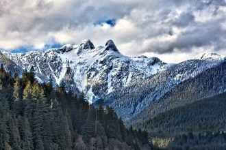 Vancouver winter family fun awaits on the three North Shore Mountains that form the backdrop to the city's ever-changing skyline. (via thetravellingmom.ca)