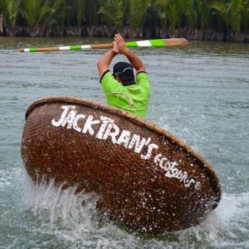 Hoi An basket boat rowing skills