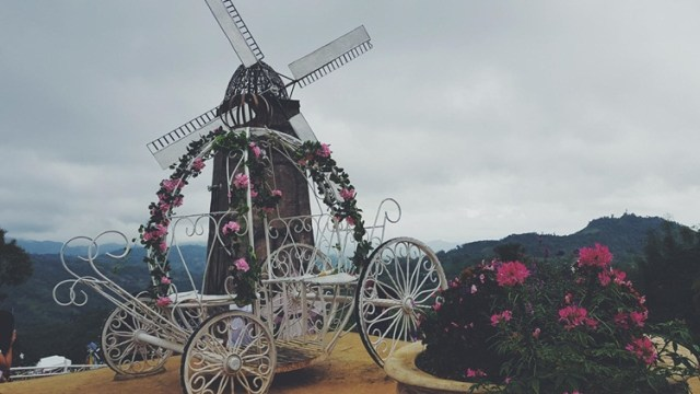 Windmills and wheelborrows are Sirao Flower Garden Cebu