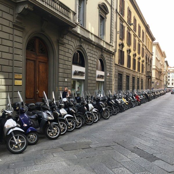 Moped street | Florence | The Travel Medley