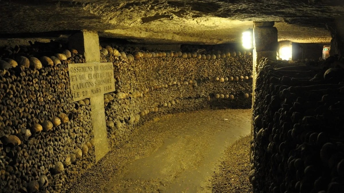 Things to do in Paris - explore the underground catacombs