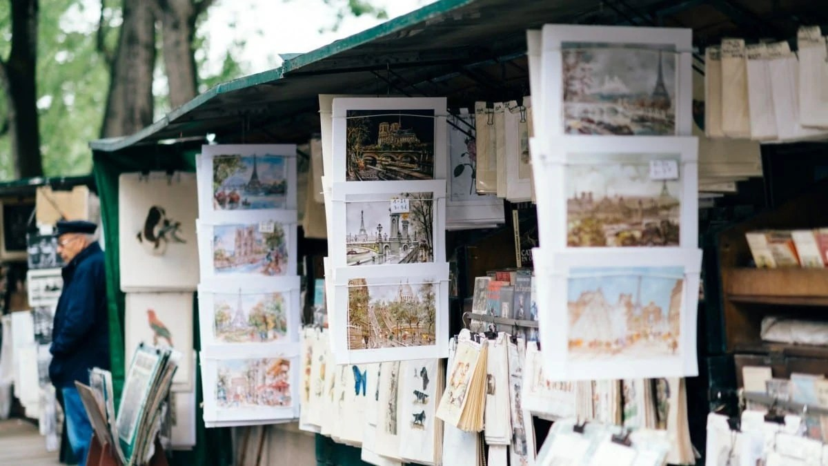 Best things to do in Paris - walk past the Bouquinistes