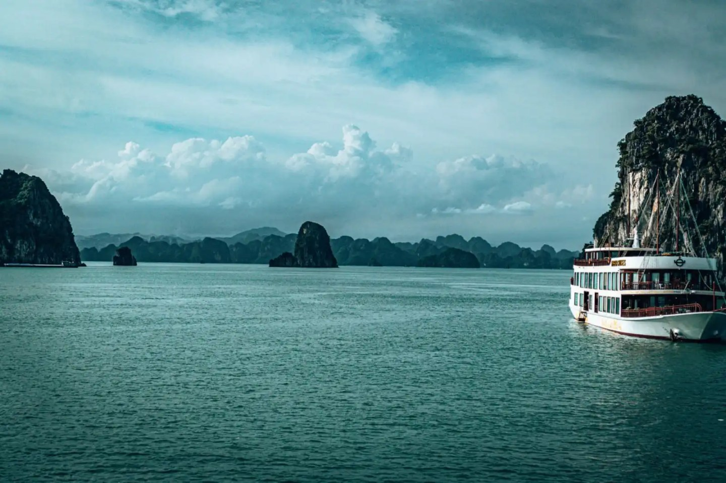 Bai Tu Long Bay tour incredible scenery with another cruise boat