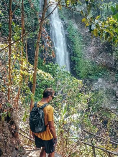Hiking down to the Melanting Munduk Waterfall