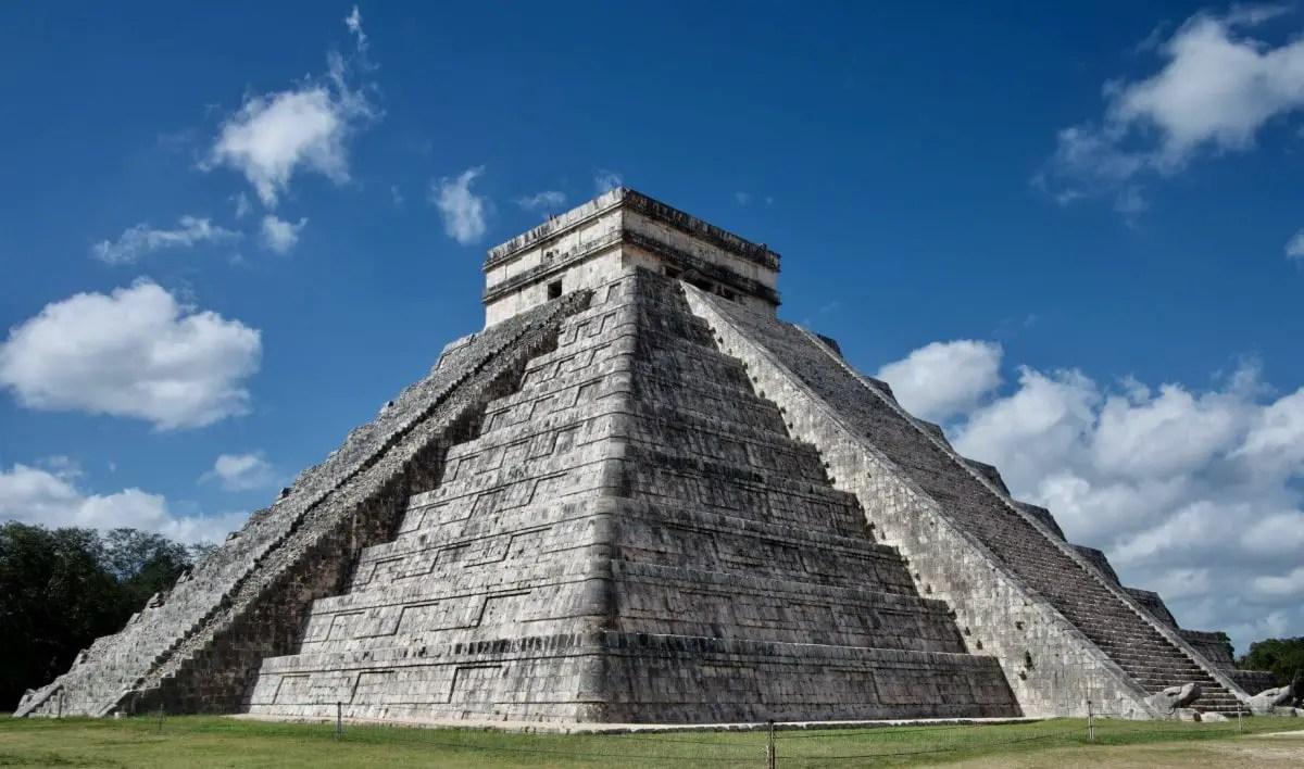 Books about wanderlust - Chichen-itza Mexico