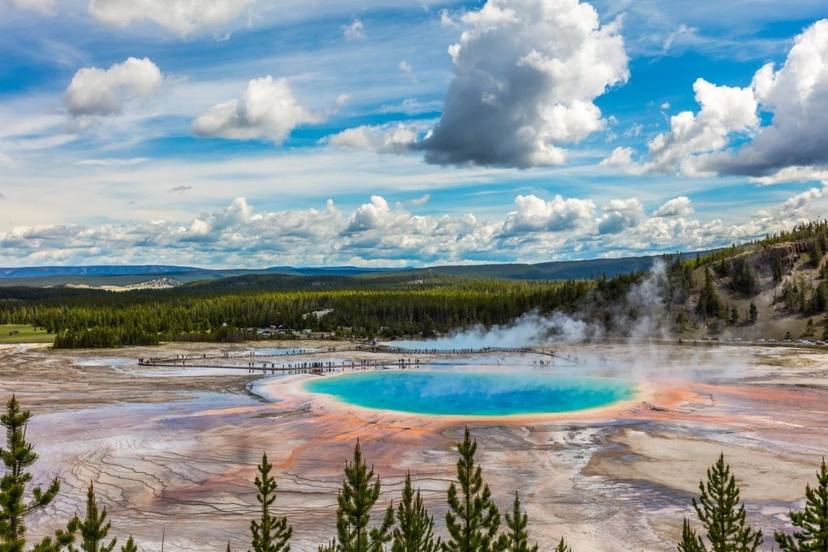 USA Landmarks - Yellowstone National Park