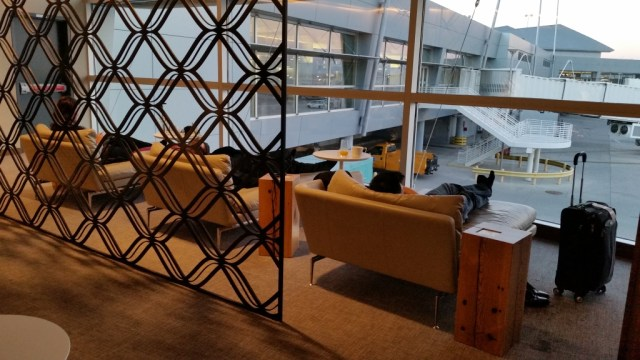 the Centurion lounge las reviews