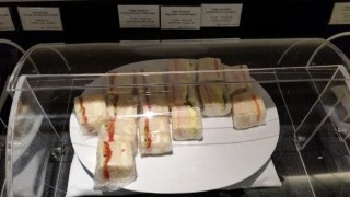 cathay pacific business class lounge nrt