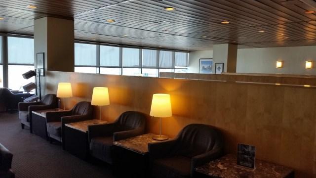 united lounge LaGuardia airport