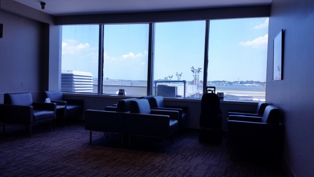 air canada lounge lga 20150803_125055