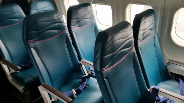 Hawaiian Airlines main cabin Economy Class reviews boeing 717-200