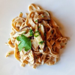pachamama italy vegan wedding catering Fettuccine with fresh shiitake mushrooms
