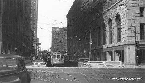 CSL 536 eastbound on Washington at Franklin in the 1940s, emerging from the tunnel that took streetcars under the Chicago River.