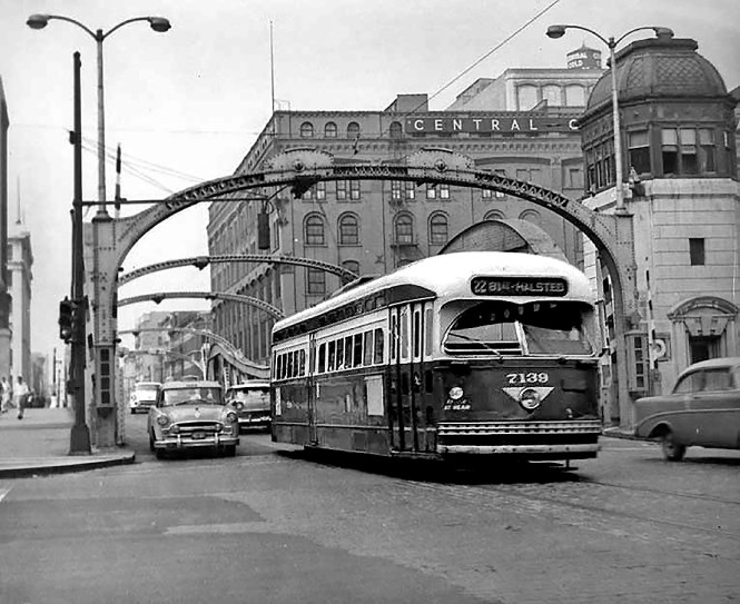 Car 7139 crossing Wacker Drive after crossing over the Clark Street bridge over the Chicago River. © Laurence Mack