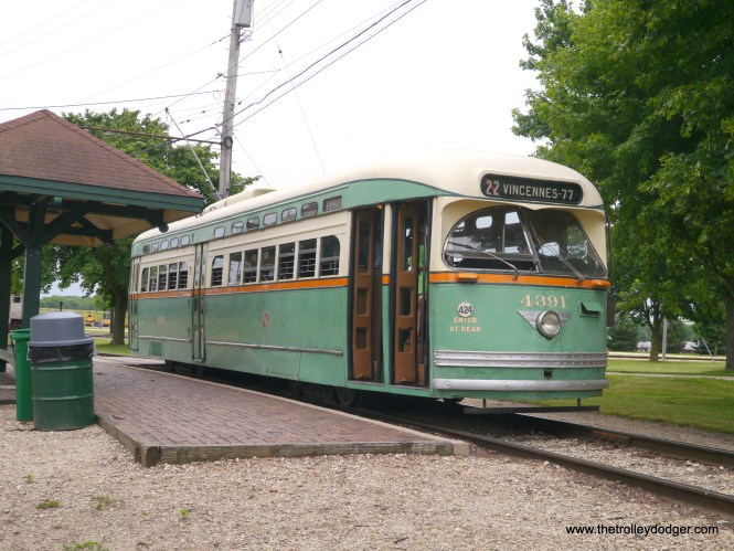 Now perhaps we know the origins of the famous color combination of Mercury Green, Croydon Cream, and Swamp Holly Orange, used on 600 postwar Chicago PCC cars. (David Sadowski Photo)