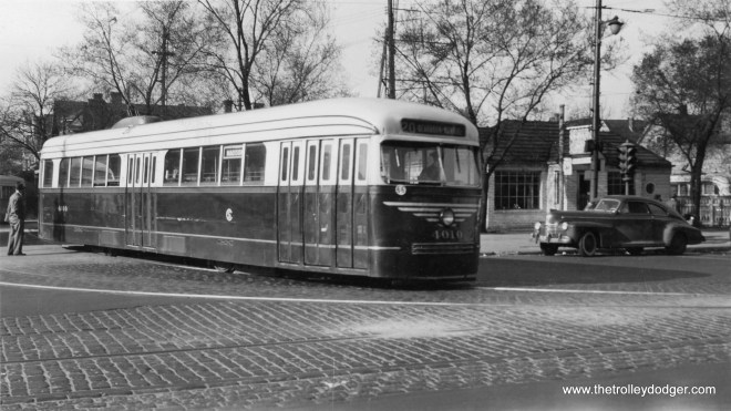 CSL 4010 in experimental colors in April 1946. This car is turning out of the loop at Madison and Austin to head east.