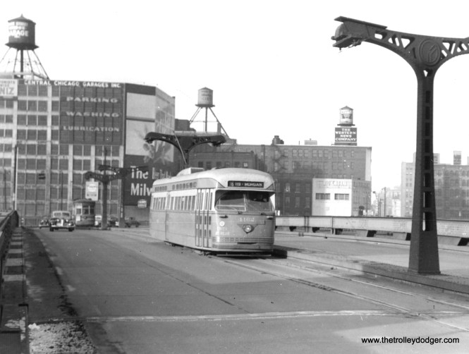 4162 heads south on the Wabash bridge over the Chicago River, most likely in 1948. A new bridge on State Street opened in 1949.