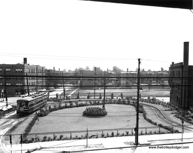 CSL 3342 at the Clark-Arthur loop, looking east from the second floor of Devon Station. (Chicago Surface Lines Photo, Krambles-Peterson Archive) We posted a very similar (but not identical) photo here: http://thetrolleydodger.com/2015/11/03/chicago-surface-lines-photos-part-one/