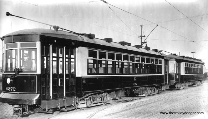 CSL Multiple Unit cars 6272 and 6270, apparently being operated that way sometime between 1923, when they were built, and 1932, the date they were converted to one-man operation. (Krambles-Peterson Archive)
