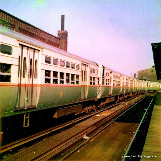A lineup of 6000s at Logan Square in 1959. (Robert Geis Photo, George Trapp Collection)