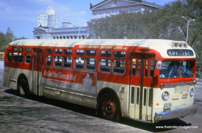 South Suburban Safeway Lines bus 458 in May 1971. (Richard R. Kunz Photo)