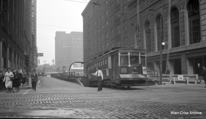 CTA Pullman n 504 exiting the Washington Street tunnel, operating on Route 56 - Milwaukee Avenue. (Robert Selle Photo, Wien-Criss Archive)