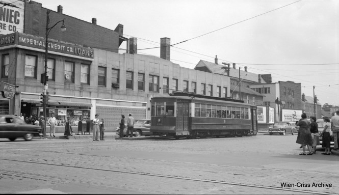 CTA Pullman 839 is on Ashland at Chicago on Route 9. (Robert Selle Photo, Wien-Criss Archive)