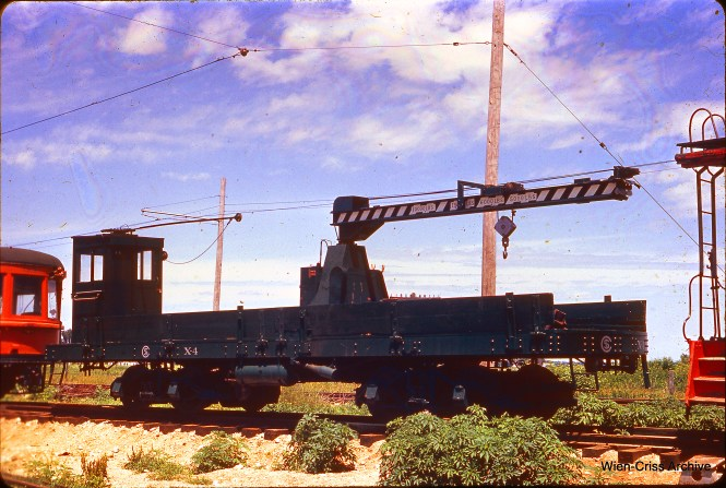 Chicago Surface Lines crane car X-4 at the Illinois Railway Museum. Don's Rail Photos says,