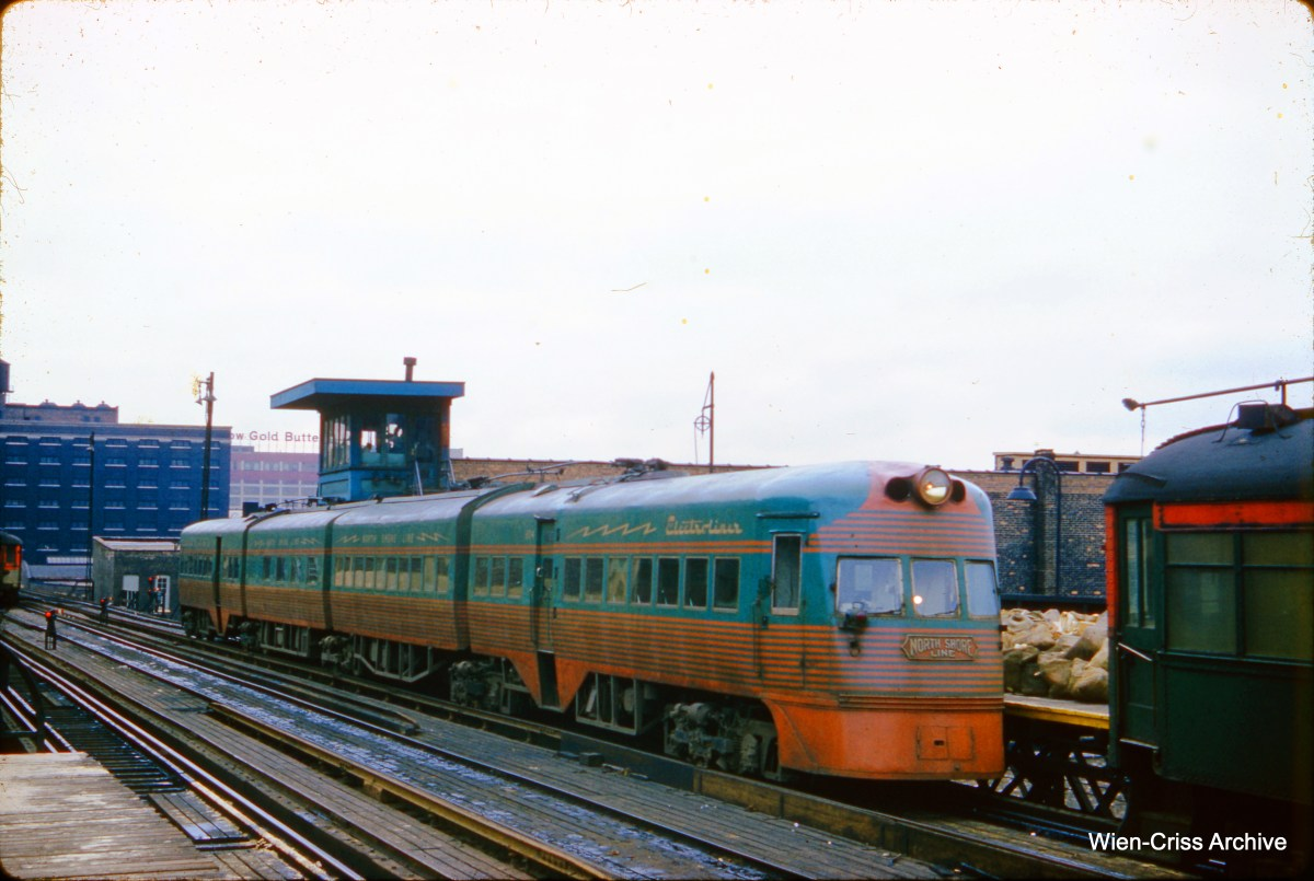 """One of the two North Shore Line Electroliners on Chicago's South Side """"L"""" on February 17, 1962. (Wien-Criss Archive)"""