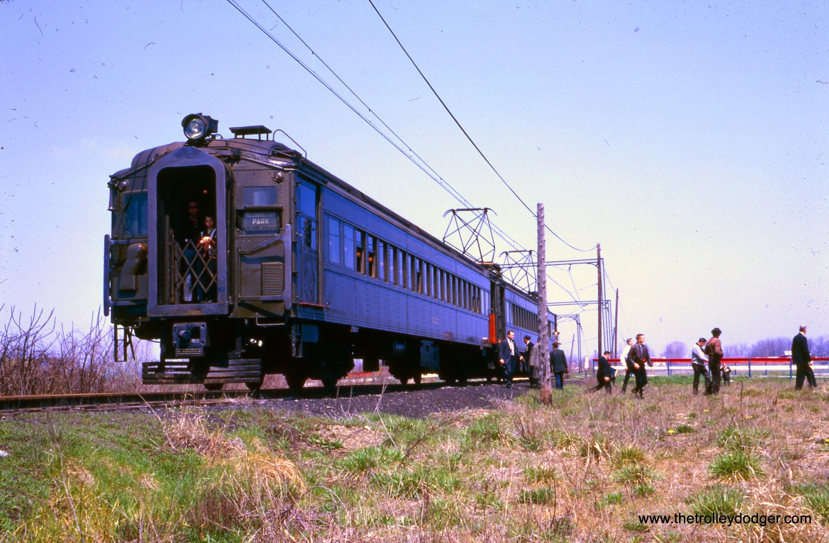Illinois Central Electric 1427 and 1186 on the Washington Park Branch on the April 24, 1966 CERA fantrip. Note that the motor unit in this pair faces north. (William Shapotkin Collection)